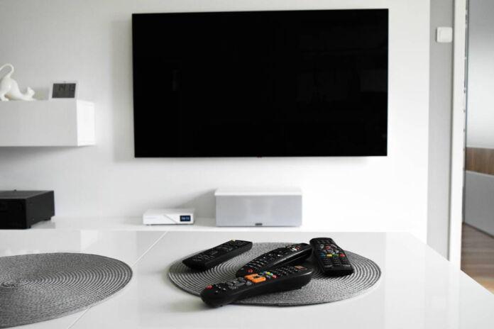 Jaki telewizor do salonu 40m2?